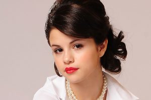Selena Gomez Full Screen HD Wallpapers Download For Android Mobile Phone