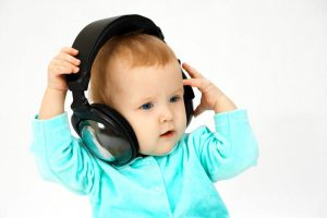 Cute Baby Litioning Song in Headphone