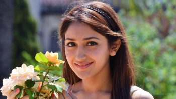 Sayesha Saigal Telugu Actress Full HD Wallpaper Download