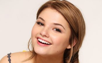Actress Stefanie Scott Mobile Wallpaper JPG Image