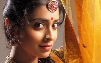 Shriya Saran Bollywood Wallpaper Image